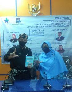 Pembina KJP SIT Usamah serahkan buku antologi pada Kadidsdikbud Kota Tegal