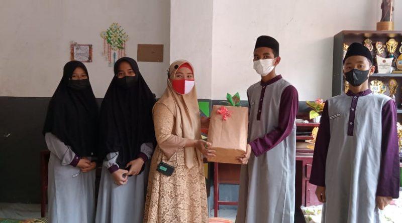 SMP IT Usamah Adakan Santunan Anak Yatim & Dhuafa